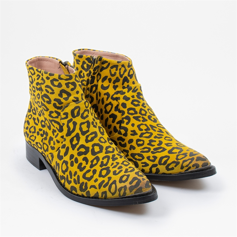 electric-yellow-leopard-aw19