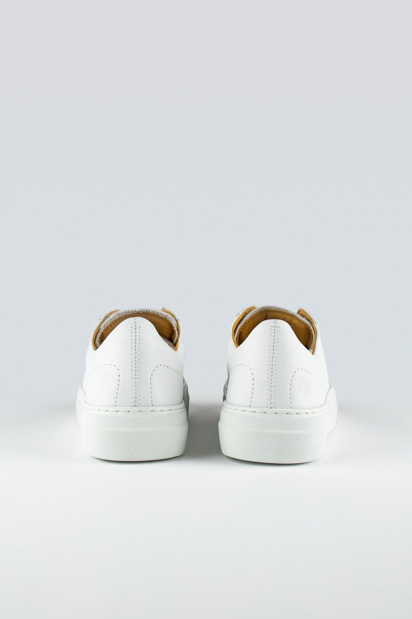 Stand W White