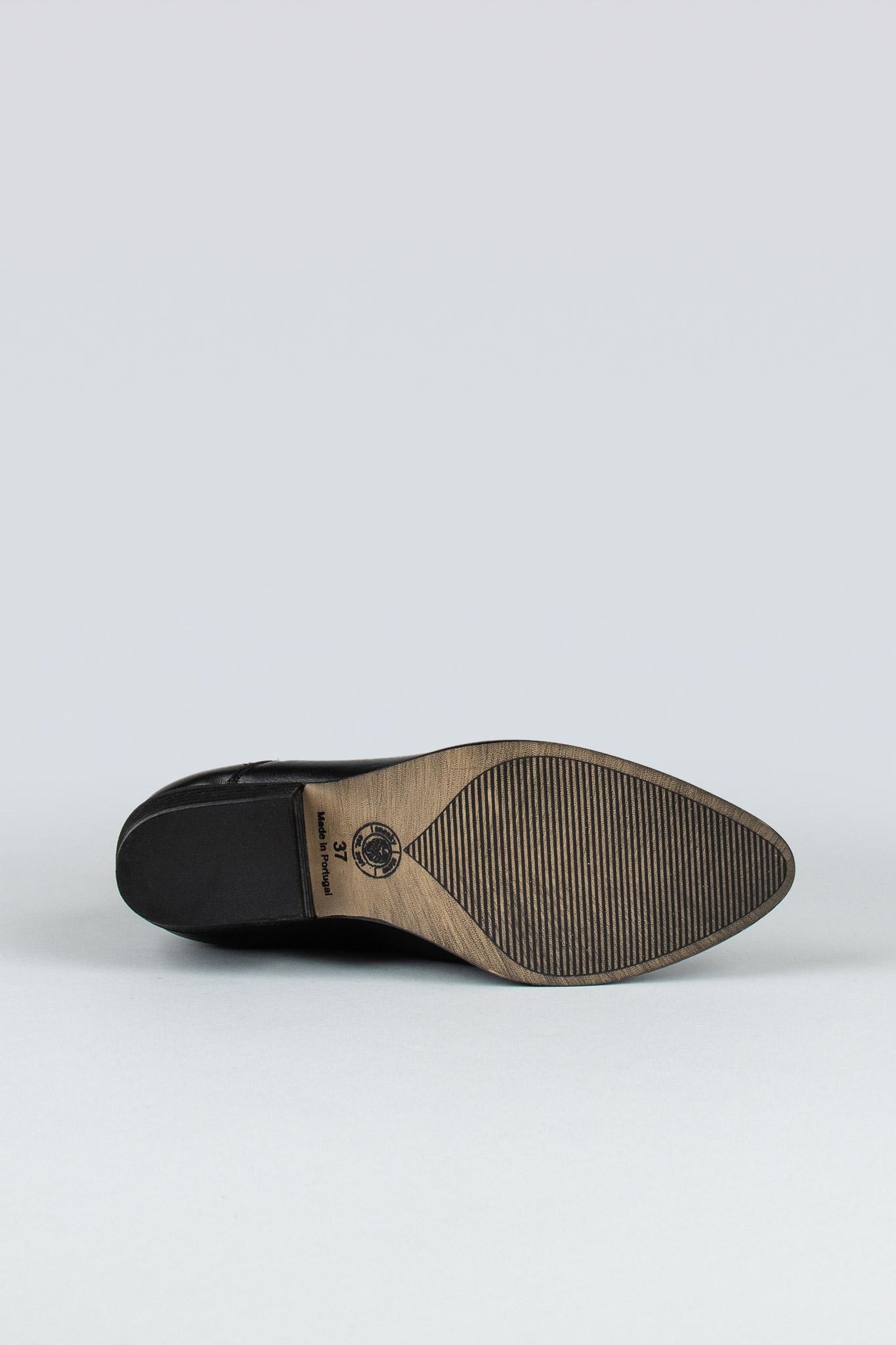 whole-w-black-dumba-2-sole